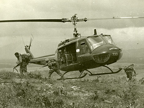 176th Aviation Company Huey Helicopters drop off 101st Airborne Soldiers during Operation Wheeler, 1967. Operation Wheeler took place shortly after Operation Malheur I, which then-Maj. Charles Kettles took part in. (Photos courtesy of U.S. Army Heritage and Education Center, Vietnam War Photograph Collection)