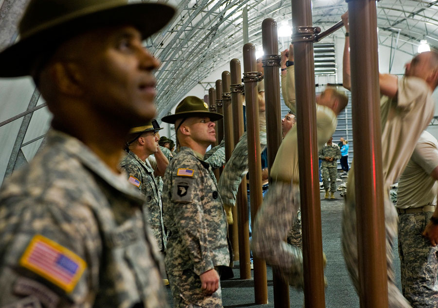Drill sergeants count pull-ups during Best Sapper Competition