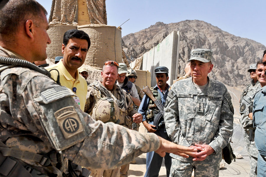 General David H. Petraeus at checkpoint 91 in Kandahar, Afghanistan
