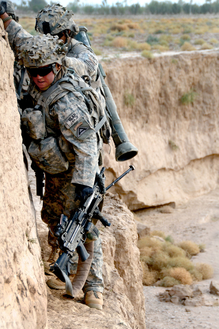 Soldier clings to wall with anti-tank weapon
