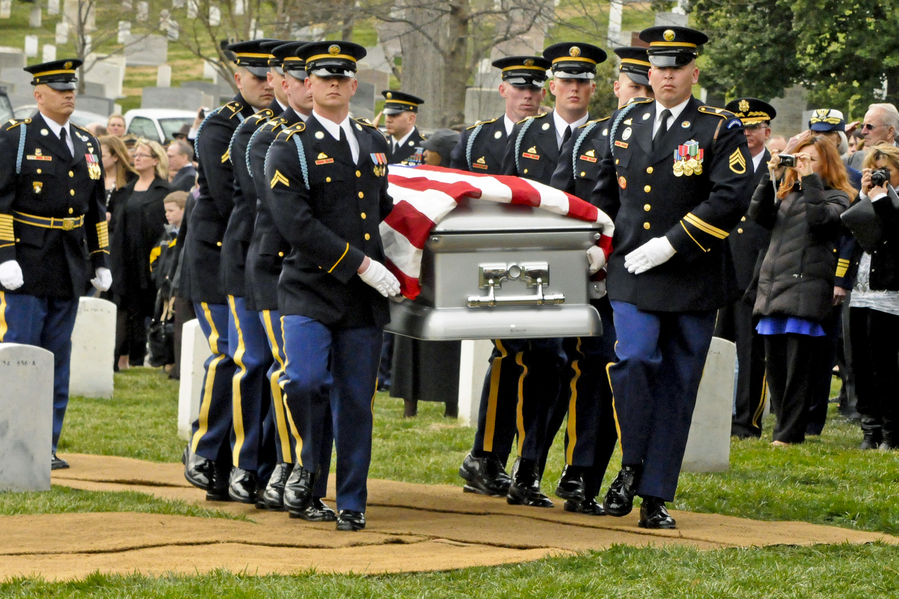 Do Veterans Salute At A Military Funeral