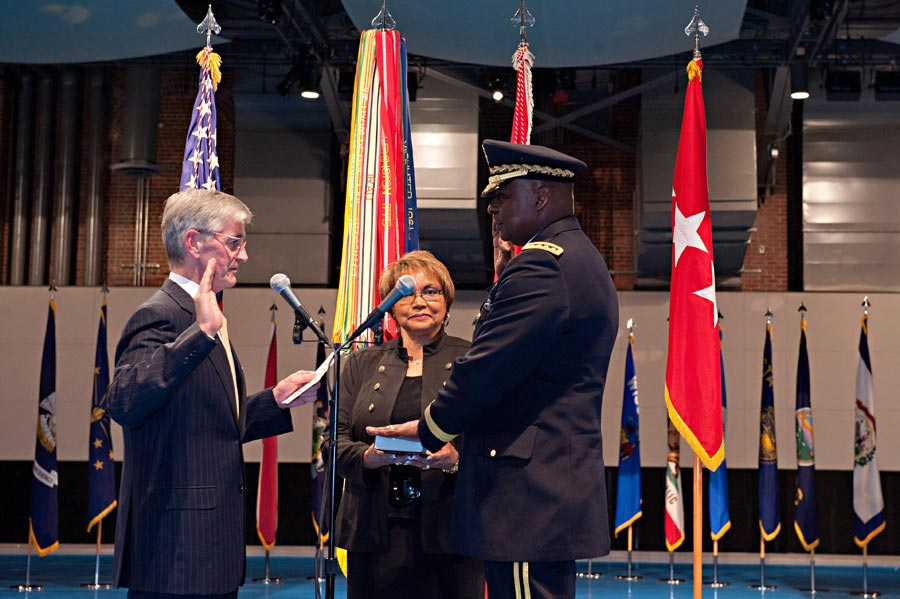 Secretary of the Army John McHugh swears in General Lloyd J. Austin III as 33rd Vice Chief of Staff of the Army